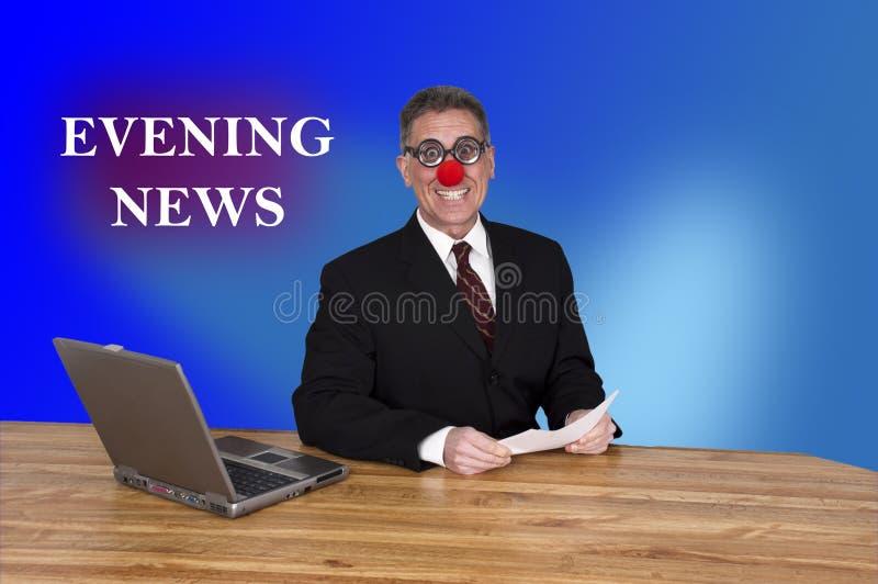 Fernsehabend-Nachrichten-Clown-Anker-Mann-Reporter-Nachrichtensendung stockbild
