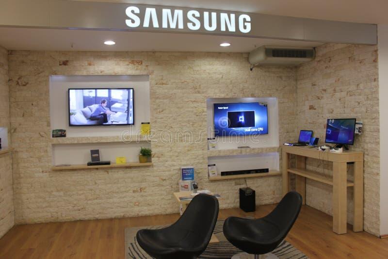 Download Fernsehapparate Samsung-Smart Redaktionelles Stockfoto - Bild von stühle, telefon: 29126463