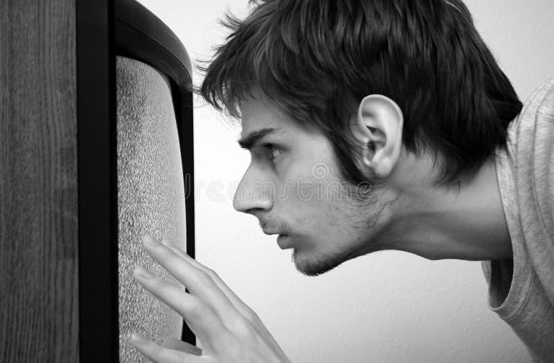 Fernsehen steckte in Wand ein lizenzfreie stockbilder