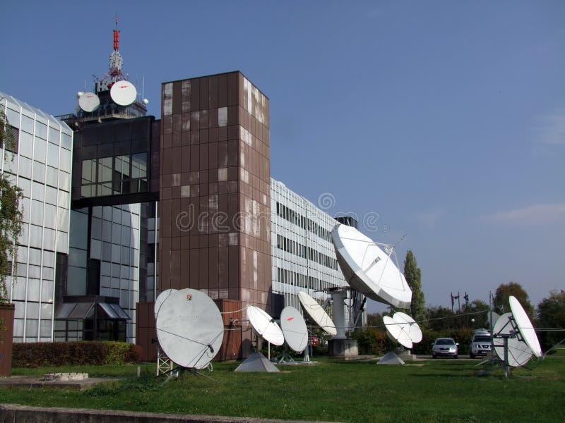 Fernsehsender-Oben-Link/Download-Antennen stockfotografie