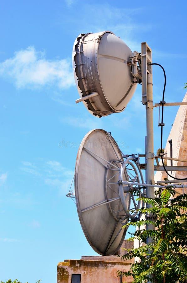 Fernsehturm mit Antennen lizenzfreies stockbild
