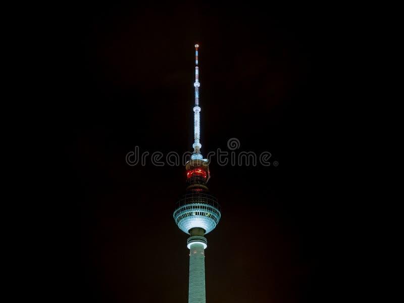 Fernsehturm (torre da tev?) em Berlim foto de stock