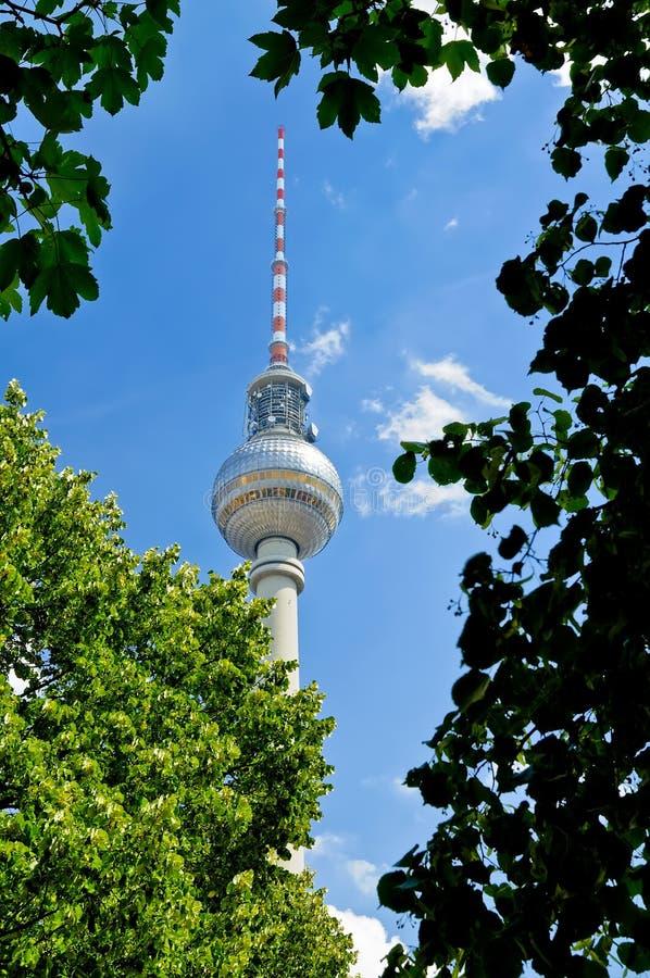 Fernsehturm (TV-toren) in Berlijn stock afbeelding