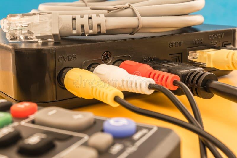 Fernsehvideo-audioinput mit Satellitenzeichen lizenzfreie stockbilder