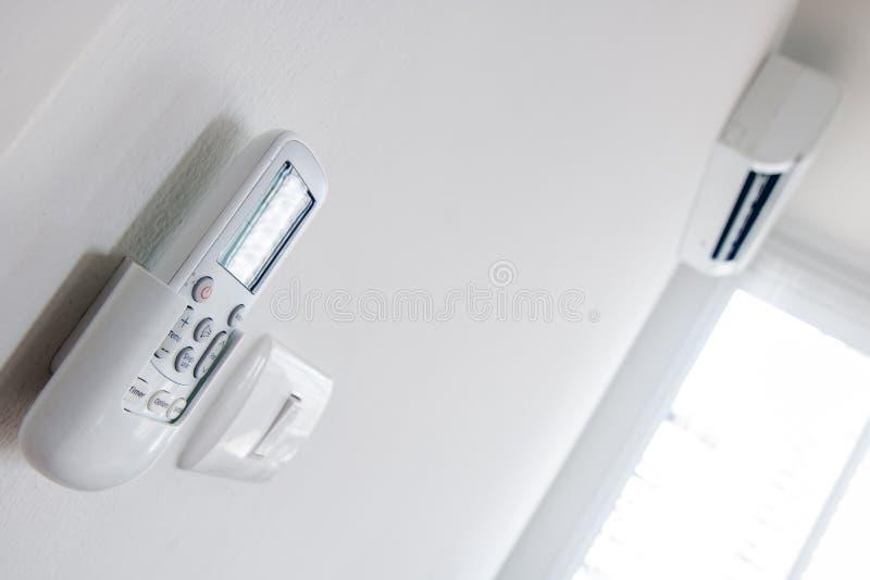 Fernsteuerungsabschluß oben mit Klimaanlage stockbild