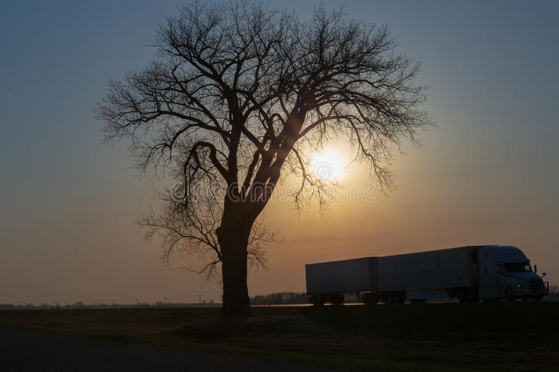 Fernstrecke bei Sonnenuntergang stockfoto