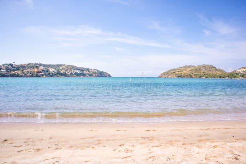 Ferradura strand i Buzios arkivbild