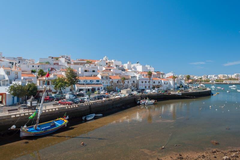 Ferragudo, Portogallo Piccolo pescatore e città turistic in Algarve immagini stock libere da diritti