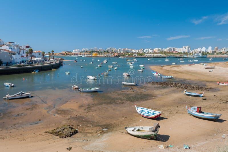 Ferragudo, Portogallo Piccolo pescatore e città turistic in Algarve fotografie stock libere da diritti