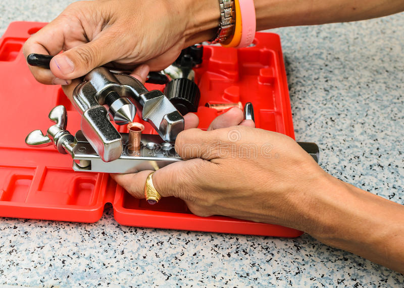 A ferramenta da demonstração usada para o alargamento de cobre da tubulação foto de stock royalty free