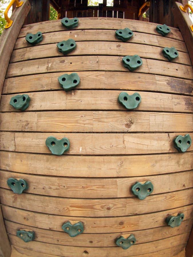 Ferramenta de madeira para escalar no campo de jogos imagens de stock royalty free