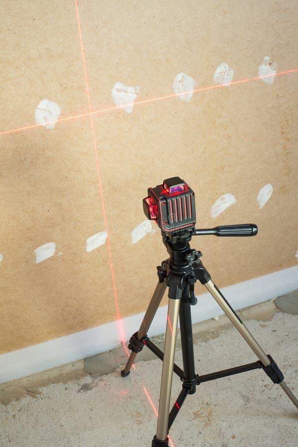 Ferramenta de medição do nível do laser foto de stock