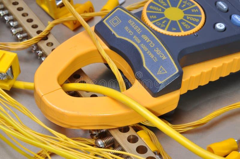 Ferramenta do medidor da braçadeira para medir as instalações elétricas foto de stock