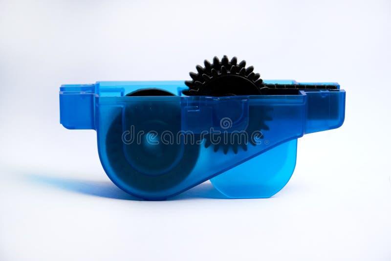 Ferramenta para limpar e lubrificar uma corrente da bicicleta isolada no fundo branco fotografia de stock royalty free