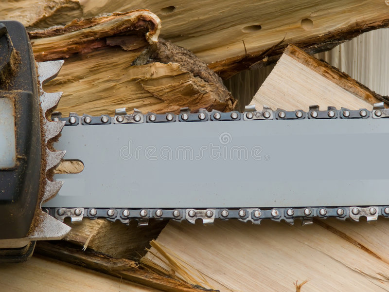 A ferramenta uma serra elétrica imagem de stock