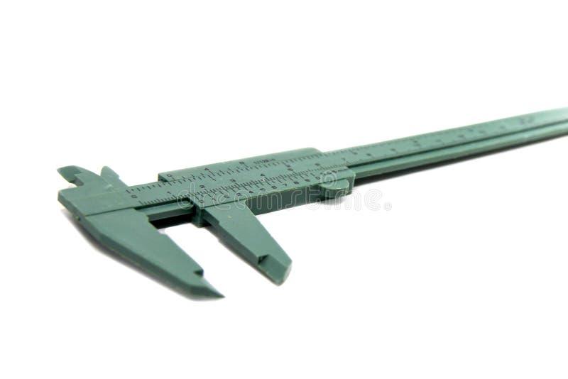 Ferramenta vernier verde do calipe para dimensões do instrumento de medição, isolada no fundo branco fotografia de stock royalty free