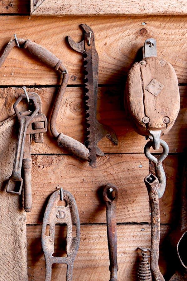 Ferramentas antigas da mão   imagens de stock