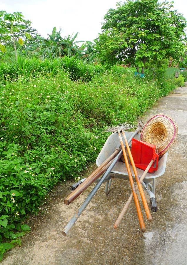 Ferramentas da exploração agrícola na exploração agrícola orgânica imagens de stock royalty free