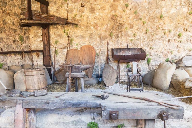 Ferramentas de funcionamento antigas, épocas medievais fotos de stock royalty free