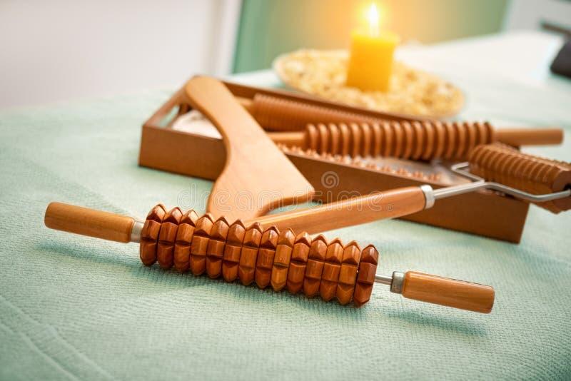 Ferramentas de madeira da massagem para a terapia de Madero imagem de stock