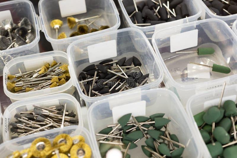 Ferramentas dentais, rodas de moedura, brocas abrasivas e cones de moedura imagens de stock