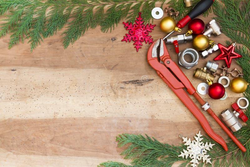 Ferramentas do encanador, encaixes e decorações do Natal imagem de stock