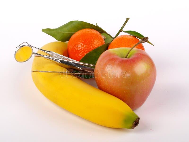 Ferramentas e fruta do dentista imagem de stock