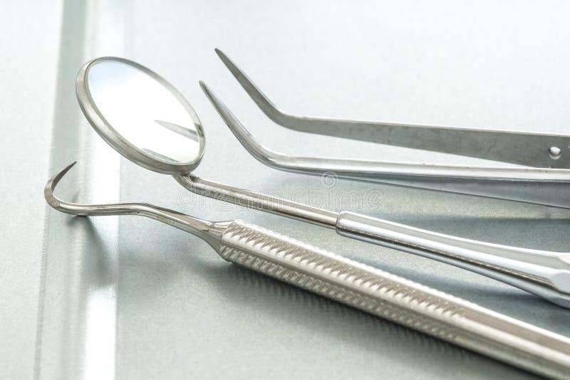 Ferramentas médicas do dentista imagens de stock royalty free