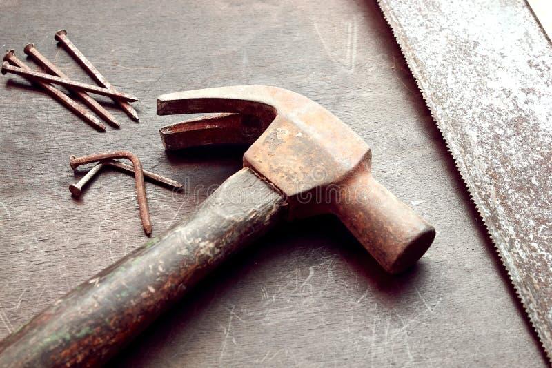 Ferramentas oxidadas da construção imagens de stock