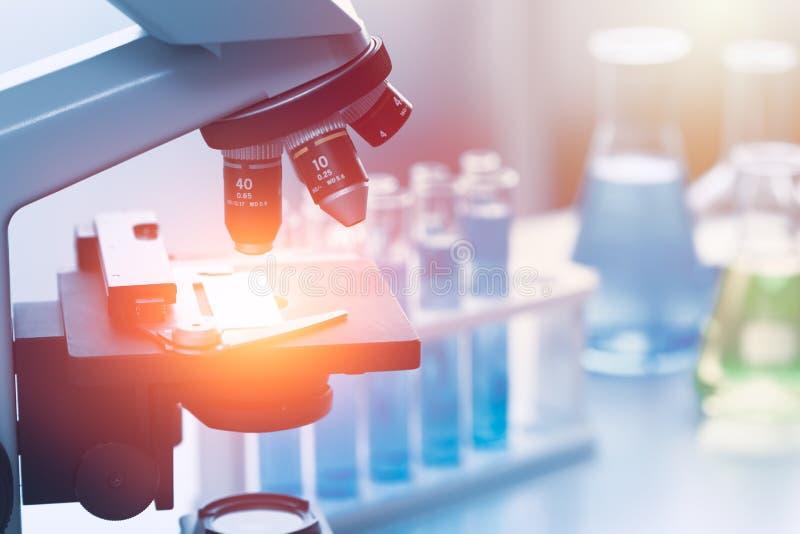 Ferramentas químicas do laboratório de pesquisa médica da ciência