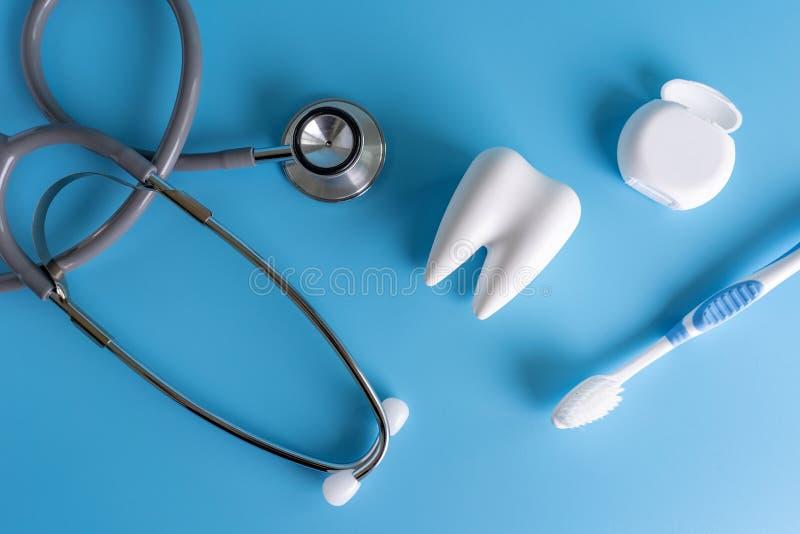 ferramentas saudáveis do equipamento dental para os cuidados dentários De profissional imagem de stock royalty free