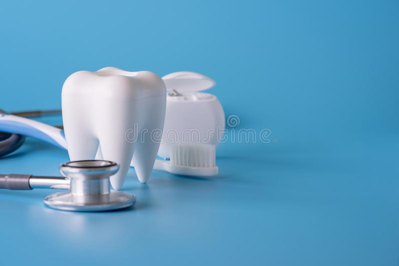 ferramentas saudáveis do equipamento dental para os cuidados dentários De profissional imagens de stock royalty free