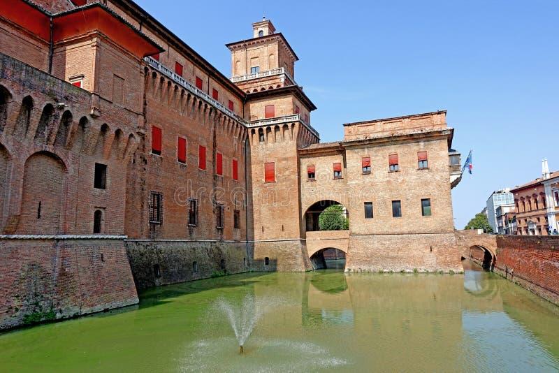 Ferrara en sikt av slotten för stads` s royaltyfri fotografi