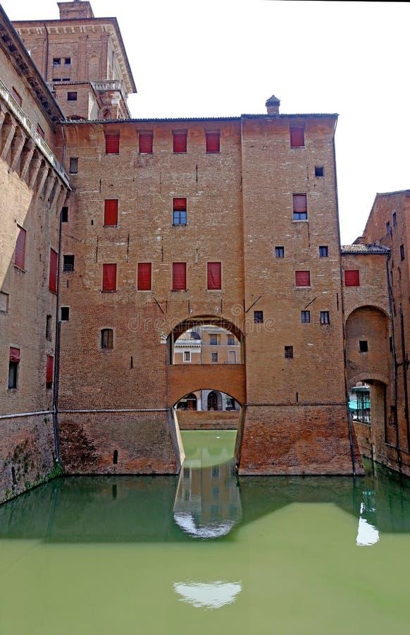 Ferrara en sikt av slotten för stads` s arkivbild