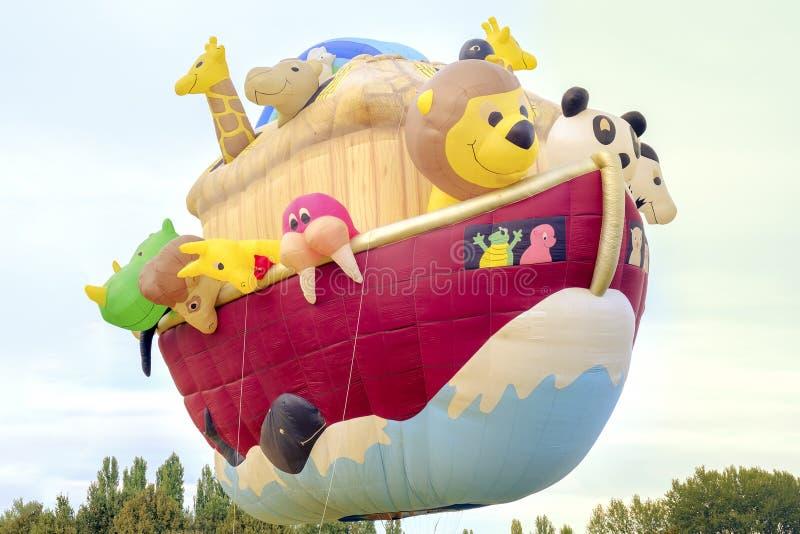 Ferrara, Italia 16 settembre 2016 - mongolfiera gigante in fotografia stock libera da diritti