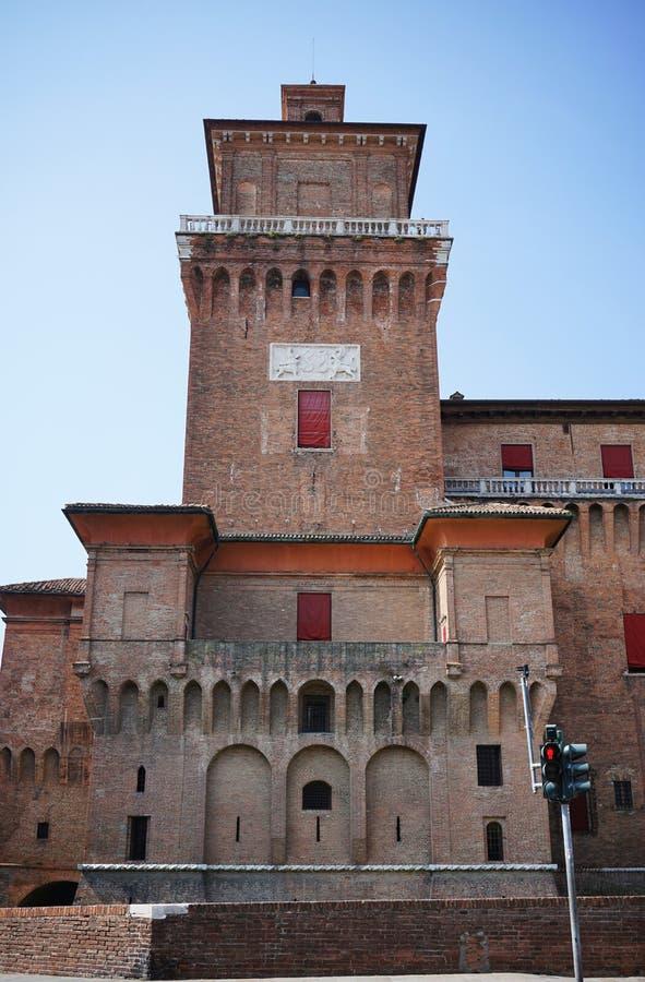 Ferrara, una vista del castillo del ` s de la ciudad fotos de archivo
