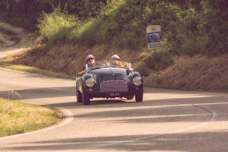 FERRARI 166 ΚΚ SPIDER TOURING 1950 σε ένα παλαιό αγωνιστικό αυτοκίνητο στη συνάθροιση Mille Miglia 2018 η διάσημη ιταλική ιστορικ στοκ εικόνα