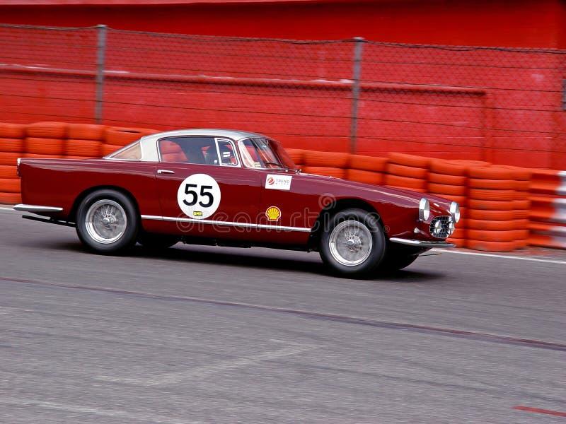 Ferrari clásico en la pista imagen de archivo libre de regalías
