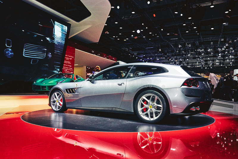 Download Ferrari 2017 GTC4 Lusso T redaktionell arkivfoto. Bild av paris - 78726318