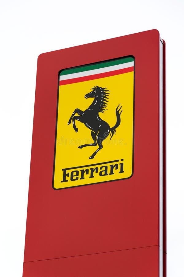 Ferrari N V Logotipo de lujo italiano de la compañía del fabricante de automóviles de los deportes delante del edificio de la rep fotos de archivo