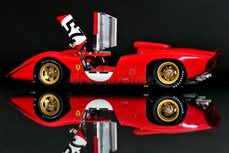 Ferrari 312P Spyder, das Motor- offene Türen läuft lizenzfreie stockfotos
