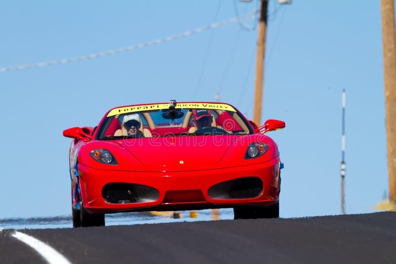 Ferrari-Rennen lizenzfreie stockbilder