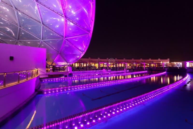 Ferrari världsnöjesfält på natten, Abu Dhabi arkivbilder