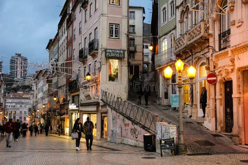 Ferreira Borges-straat bij nacht Coimbra portugal royalty-vrije stock afbeeldingen