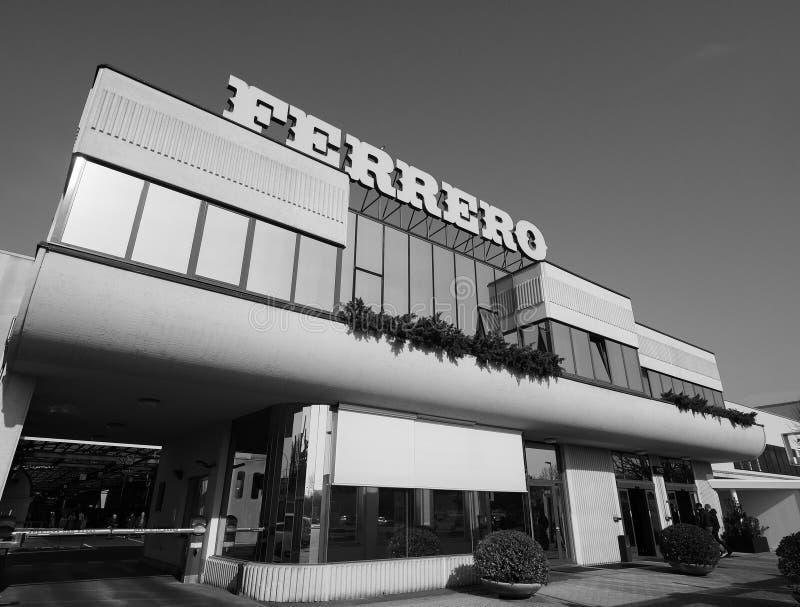 Ferrero-Hauptsitze in alba in Schwarzweiss lizenzfreie stockbilder