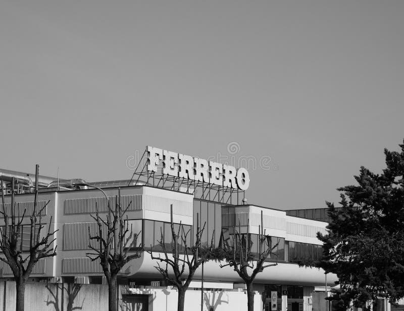 Ferrero-Hauptsitze in alba in Schwarzweiss stockbilder