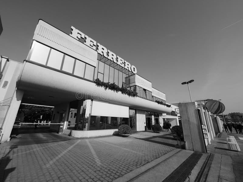 Ferrero-Hauptsitze in alba in Schwarzweiss lizenzfreie stockfotos