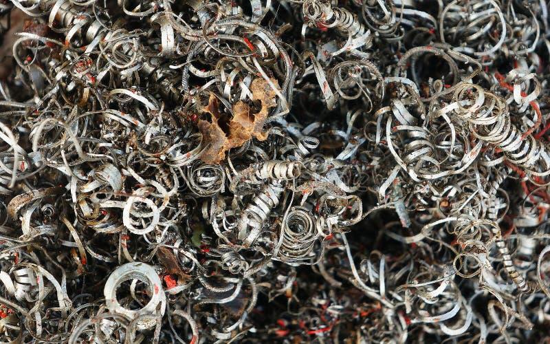 Ferreux des métaux éraflés, copeaux en métal à l'atelier images stock