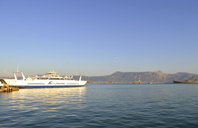 Ferries de manière du port 2 de Corfou photo libre de droits