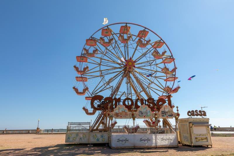 ferris轮子特写镜头在托斯卡纳的西部海岸的在里窝那 库存照片